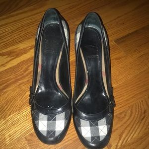 Size 41 Burberry pumps , worm a few times.